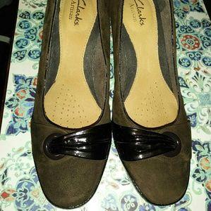 Clark's Artisan Brown Suede Shoes Heels Size 8